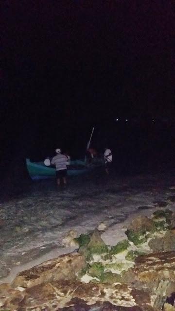 Yayo desembarcando tras un día de pesca en Maldivas