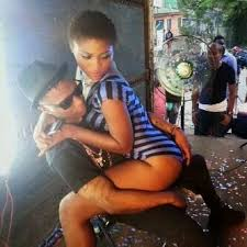 See The Bad Thing Wizkid Is Doing With This Lady
