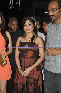 Madhavi Latha Pictures at Naturals Salon Launch  0001.jpg