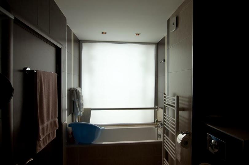 Баня със светеща стена плексиглас 3