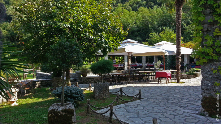 Летняя площадка ресторана Чатовича Млини, Черногория
