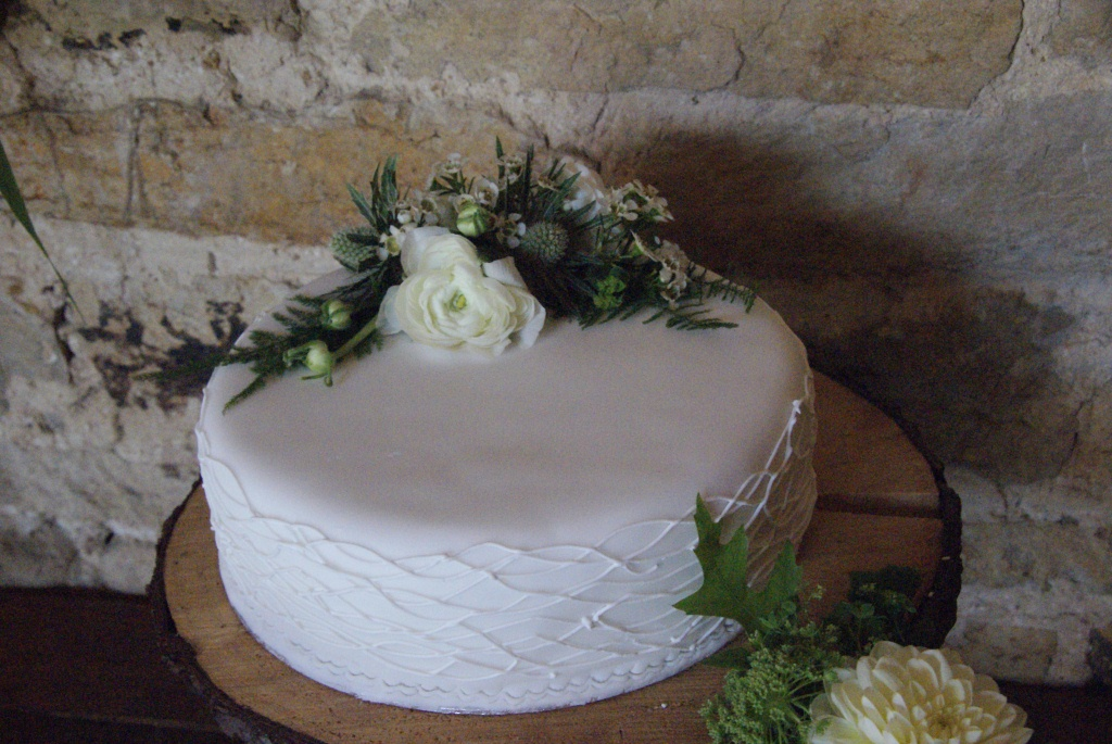 Dave+%26+Catherine%27s+Wedding+-++Cake+04.JPG