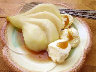 Kokta päron med ingefärasås