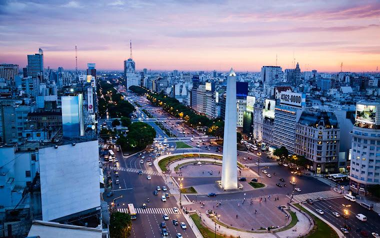 Avenida 9 de julio y el obelisco en la Plaza República en Buenos Aires, Argentina. httpwww.mentearg