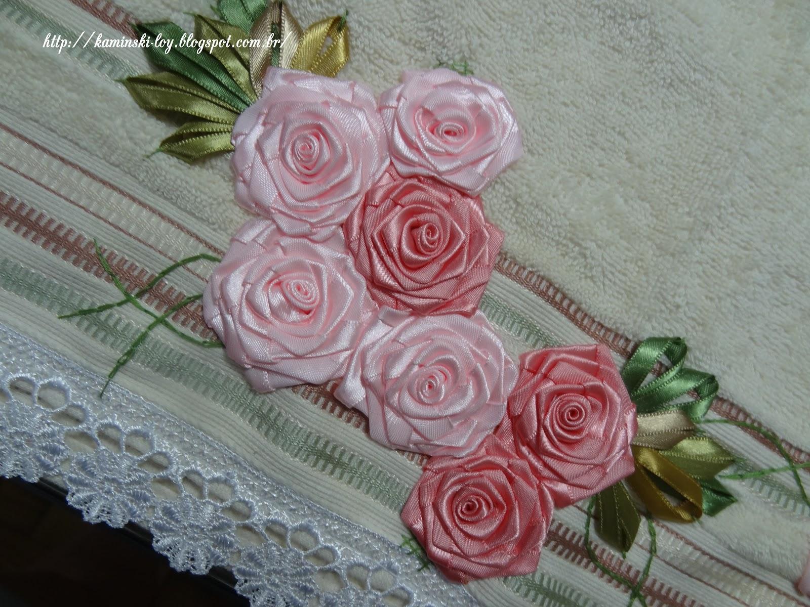 : Conjunto de toalhas Karsten, bordadas com flores de fitas em cetim