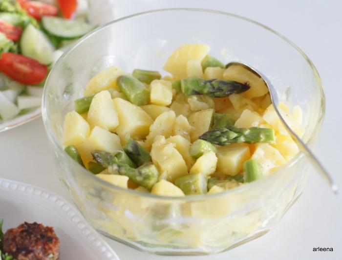 Peruna-parsasalaatti - Mausteiset lihapullat - Savulohta
