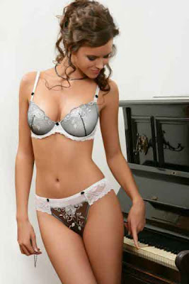 hot-women-in-bra