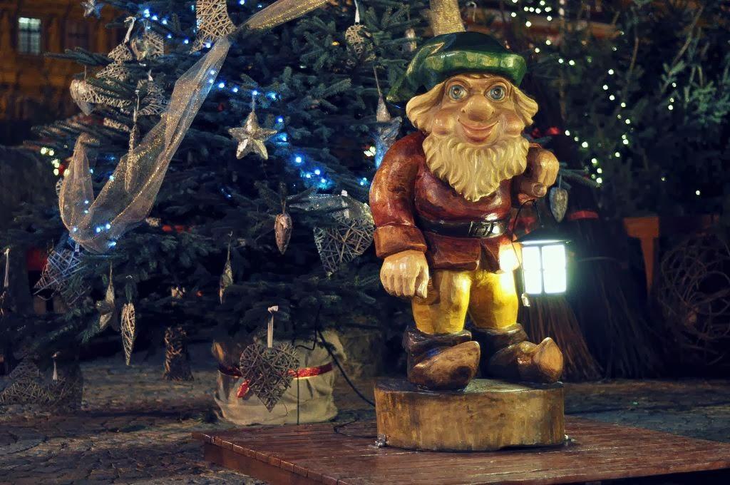 krasnal wita wrocławian przychodzących na Jarmark Bożonarodzeniowy