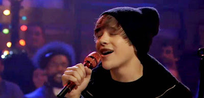 "Austin Mahone sings ""Silent Night"" on Jimmy Fallon - Video"