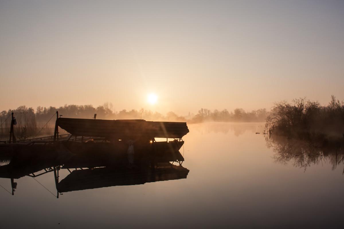 Laag zonnetje over het water