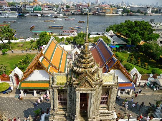 View of the temple ground from Wat Arun prang
