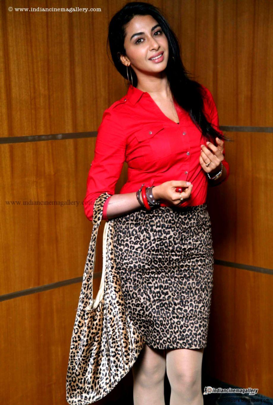athri Iyer Actress Photos Stills Gallery
