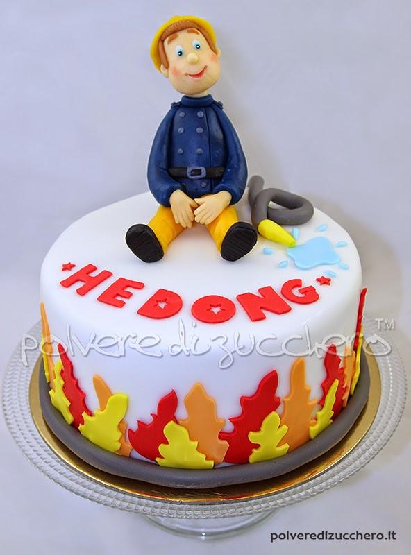 sam il pompiere cake torta decorata pasta di zucchero polvere di zucchero