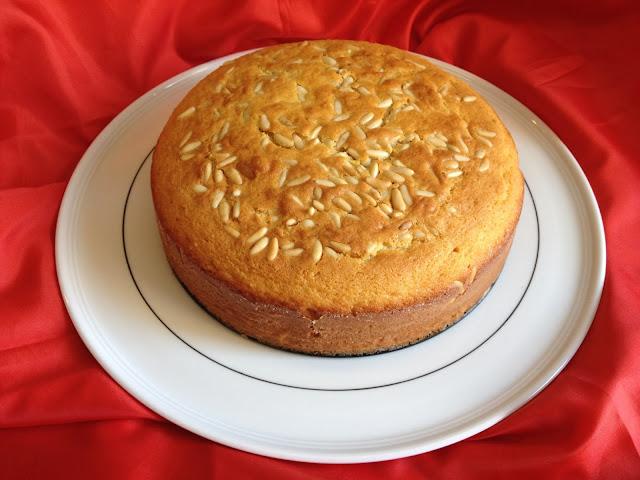 torta con panna e pinoli