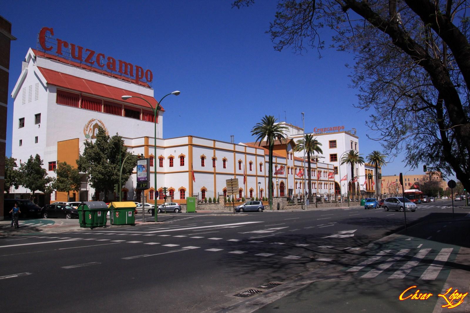 Sevilla andaluc a espa a fotos y consejos la cruz del campo for La fabrica del mueble sevilla