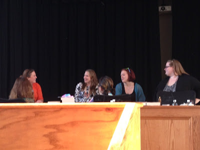 Beth Revis, Marie Lu, Marissa Meyer, Megan Shepherd, Victoria Schwab, and Carrie Ryan – All In One Place. Oh, and I was there, too.