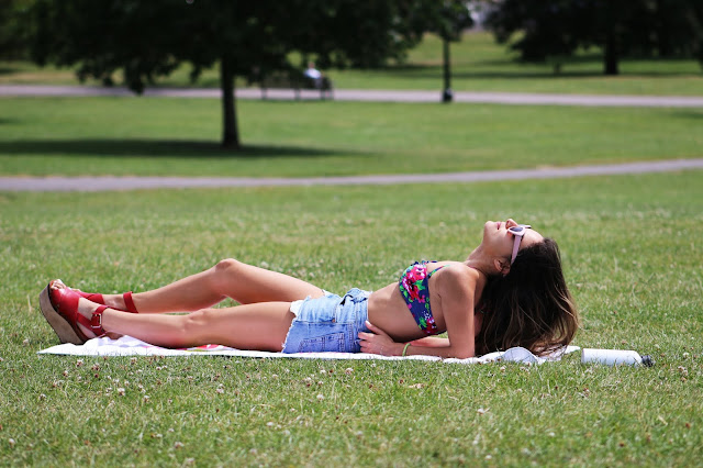 Whitney's Wonderland fashion blogger wearing Swimwear 365 floral bikini, vintage Levis shorts and & Other Stories sandals in Primrose Hill park