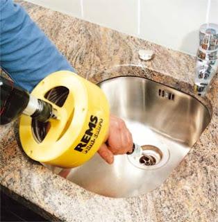 Plombier Courbevoie pour debouchage canalisation
