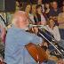 Οι Πατρινοί τραγούδησαν ενάντια στο κλείσιμο της ΕΡΤ