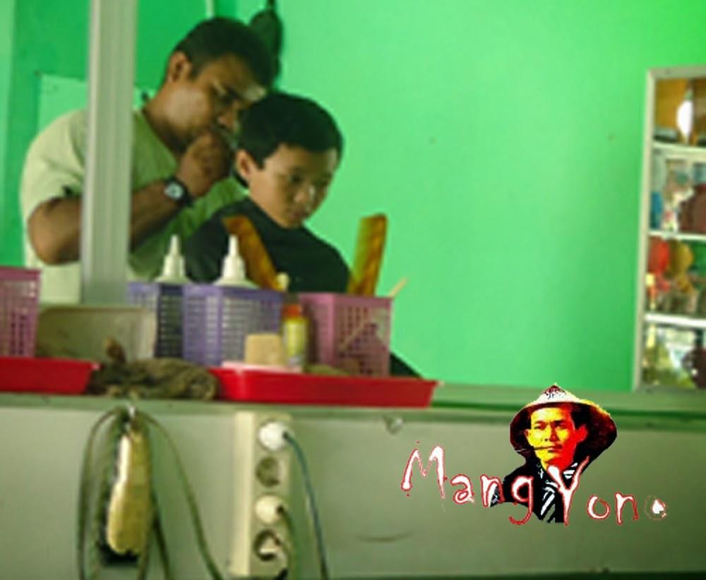 Potong Rambut di salon dekat Kantor Desa Bendungan, Kec. Pagaden Barat. Subang.