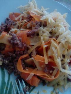 Mięso z warzywnymi wstążkami