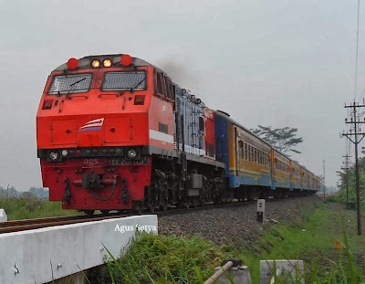 Rapih Dhoho With Red Locomotive