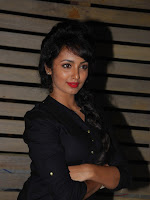 Tejaswi Madivada latest glam pics-cover-photo