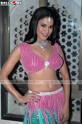 Hot Veena Malik on Daal Mein Kuch Kaala Movie Sets
