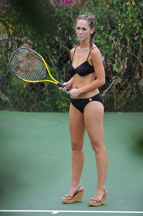 Jennifer love hewitt bikini tennis