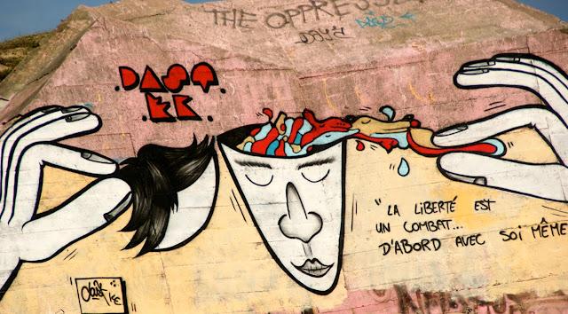 http://paristonkar.blogspot.fr/2012/01/graffiti-sur-les-blockhauss-de-la-cote.html