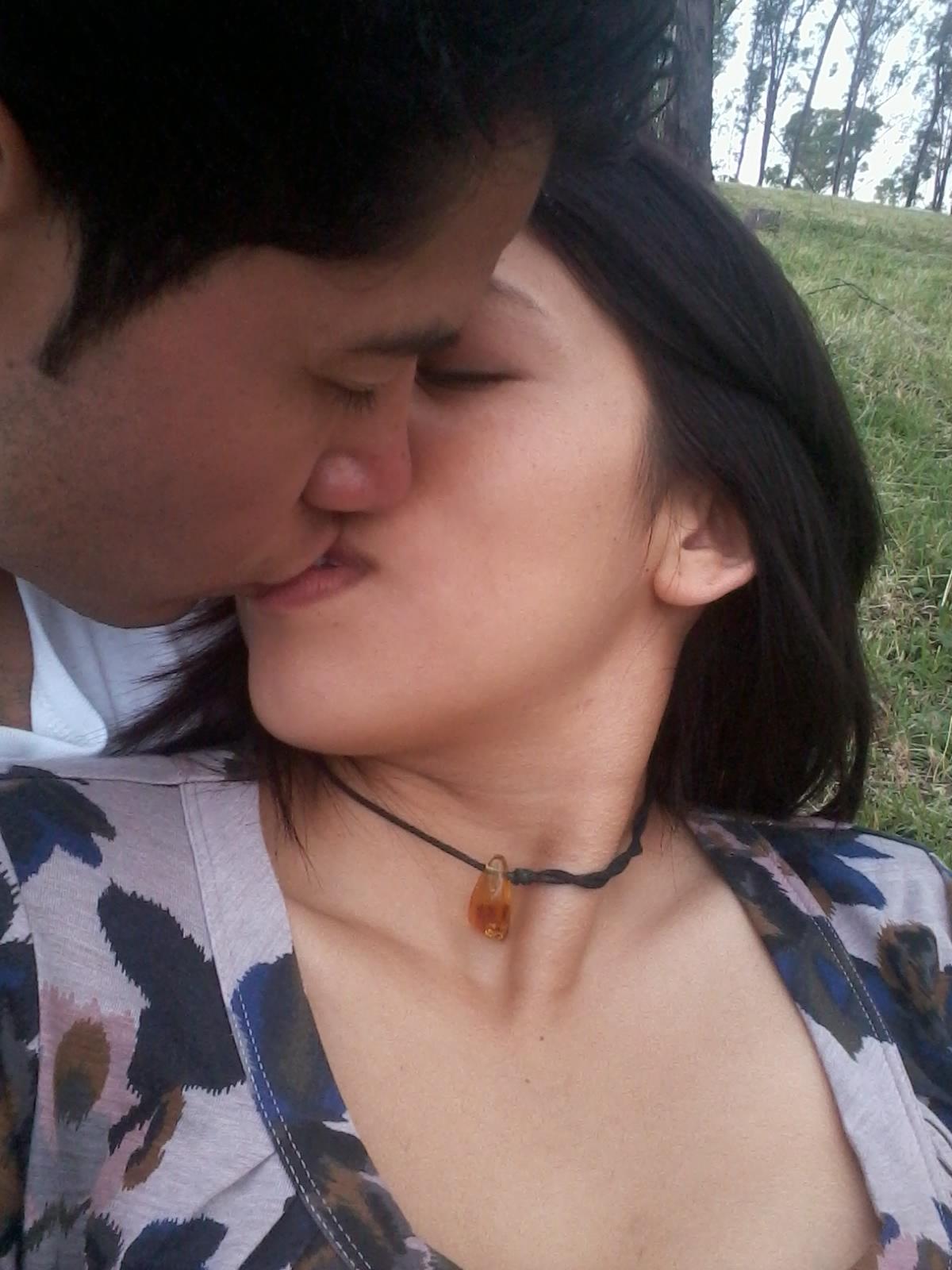 Chicas Lindas En La Cama De Besandose