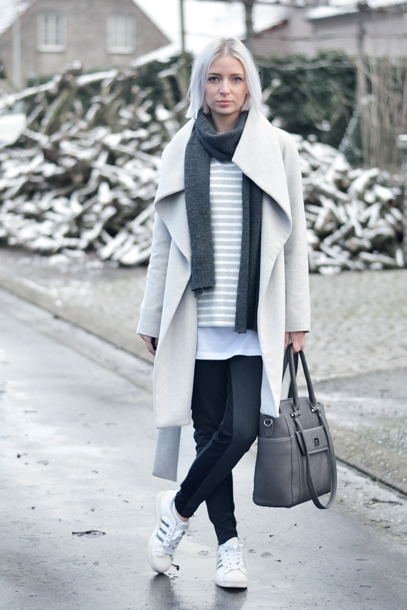 Ootd, monochrome grey, grey coat, mango, grey striped top, cos, cheap monday scarf, marc b bag, pewter, shopper, zara, adidas, w5, superstar, adicolor, winter outfit 2016, inspiration, fashion blogger, belgian, belgische mode blogger