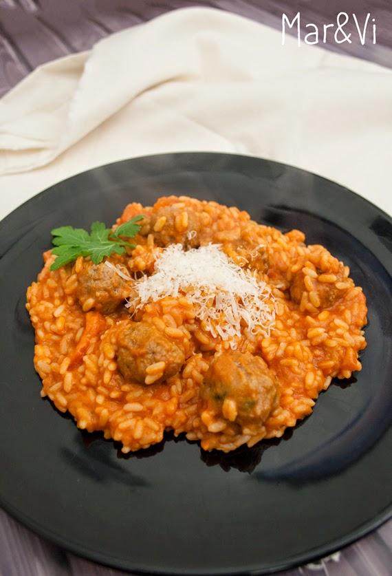 receta de risotto de tomate y albóndigas