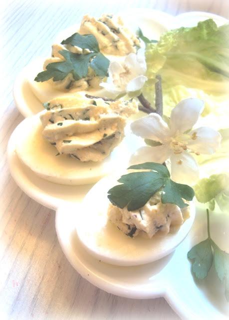 Jaja nadziewane twarogiem pietruszkowym