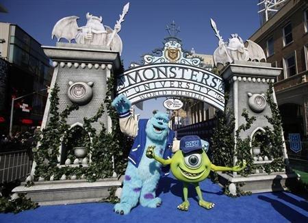 Resultado de imagen de imagenes de un monstruo asustador feliz en su pueblo en dibujos animados