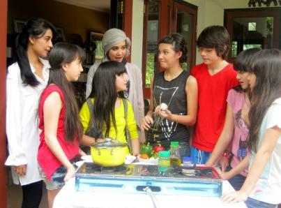 Foto-foto Winxs terbaru Gaul Bareng Bule