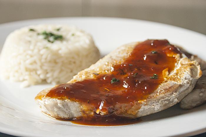Atún a la plancha con salsa agridulce