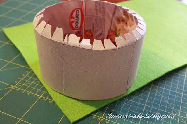 Il sorriso dei miei bambini torta di cartone e feltro per for Come costruire i passaggi della scatola