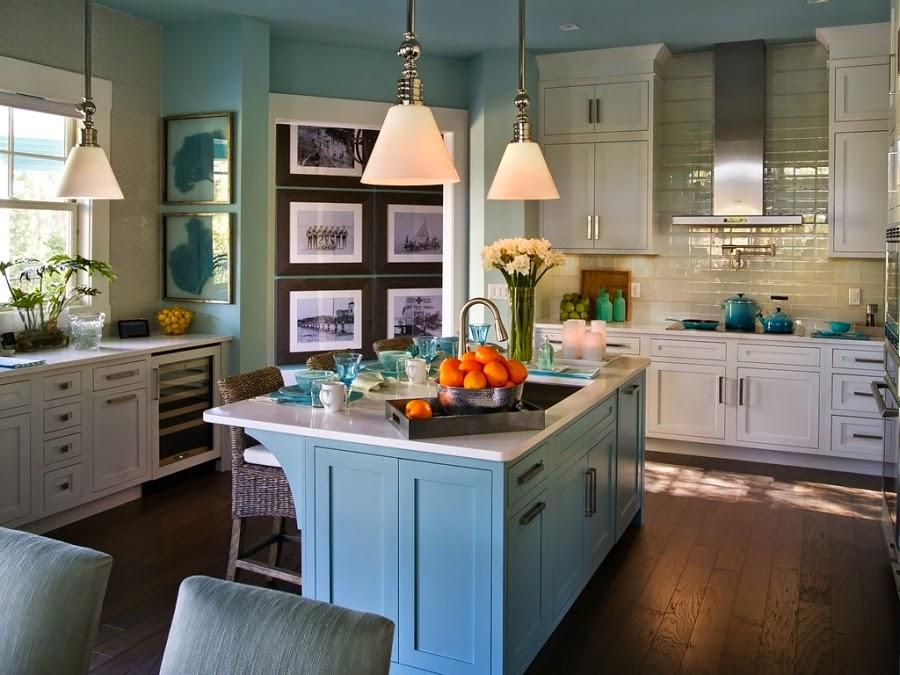 dom, wnętrza, mieszkanie, wystrój wnętrz, home decor, aranżacje, dekoracje, kuchnia, jadalnie, wyspa kuchenna, błękit, turkus, mięta, szarości, lampa
