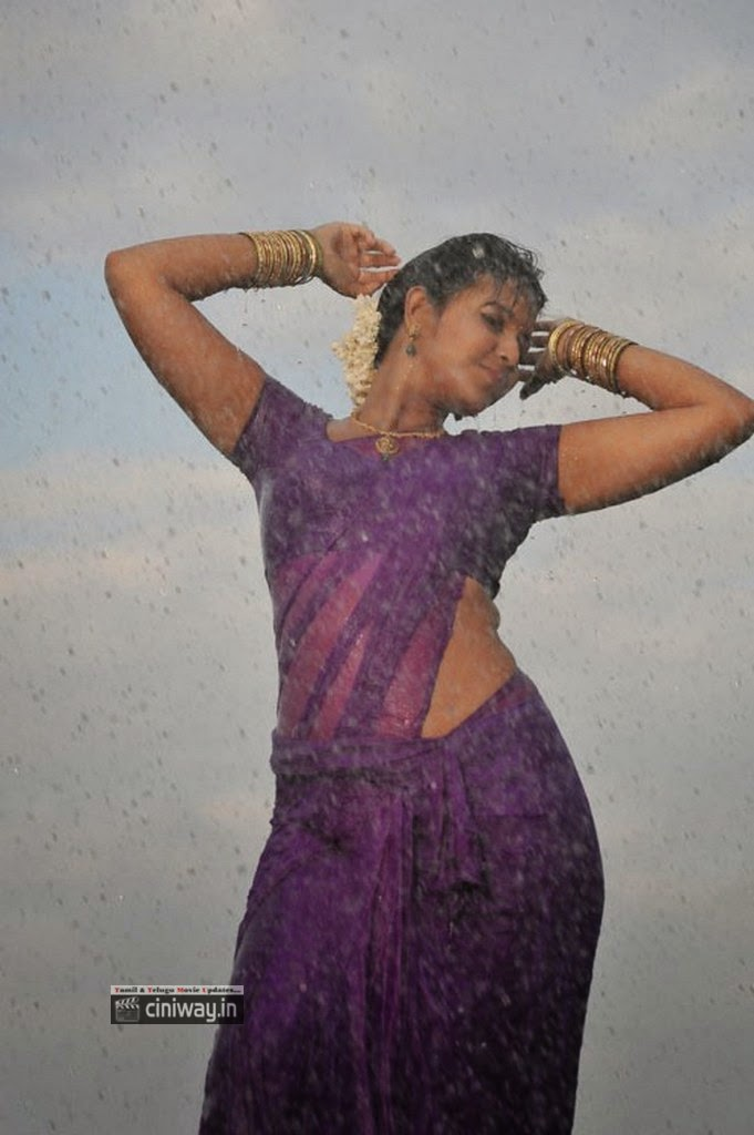 Anjali-Rain-Dance-in-Saree