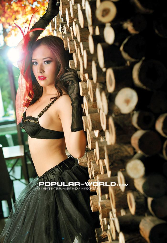 Foto Adinda Cempaka Model Majalah Popular