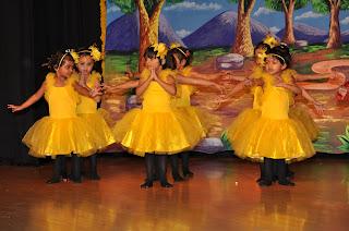 kids performing bhatarnatayam in annual day program