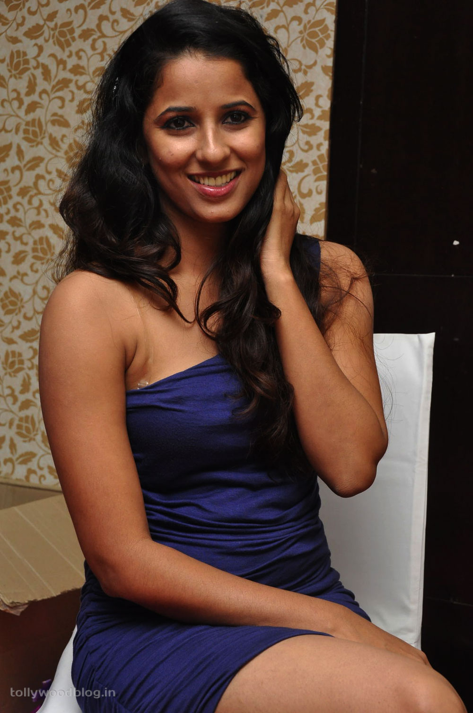 Shravya Reddy Hot Photo Shoot In Saree - Latest Tamil ...
