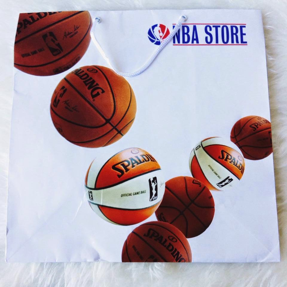 Shopping : NBA Store - 5th Ave New York fashion blogger derrick rose chicago bulls