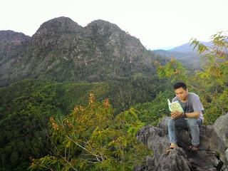 baca novel di Bukit Langara, Loksado, Kalimantan Selatan