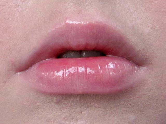 benefit-cosmetics-dandelion-ultra-plush-lip-gloss-swatch
