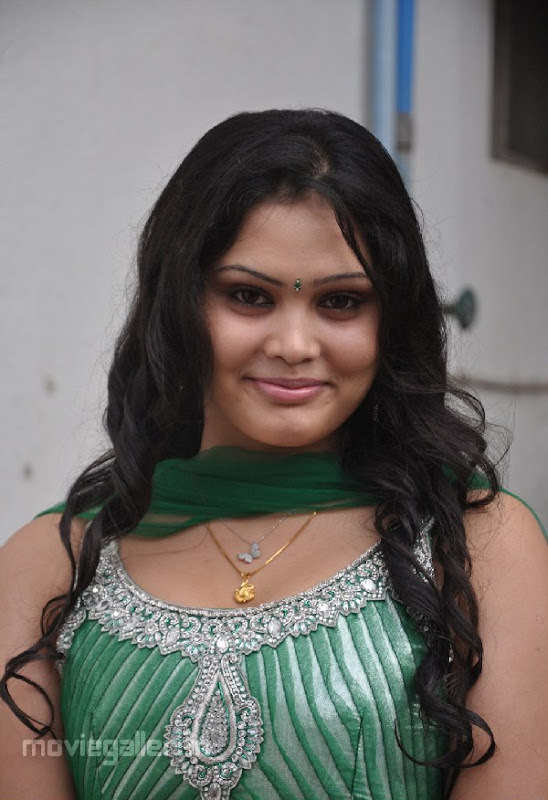 ACTRESS ASMITHA SEXY PICTURES glamour images