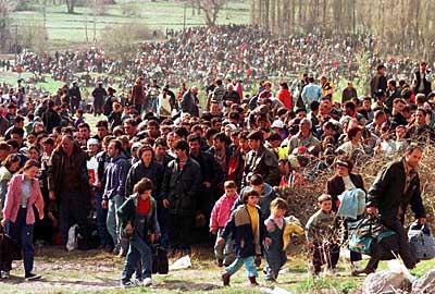 Popullsia civile shqiptare e dëbuar nga shtëpitë e tyre