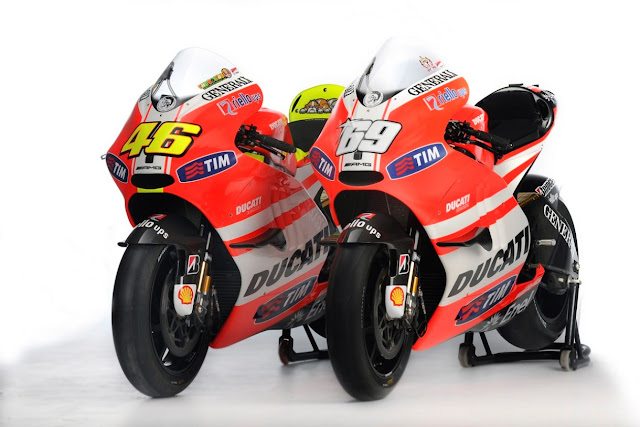 2011 Ducati Desmosedici GP11 First Look