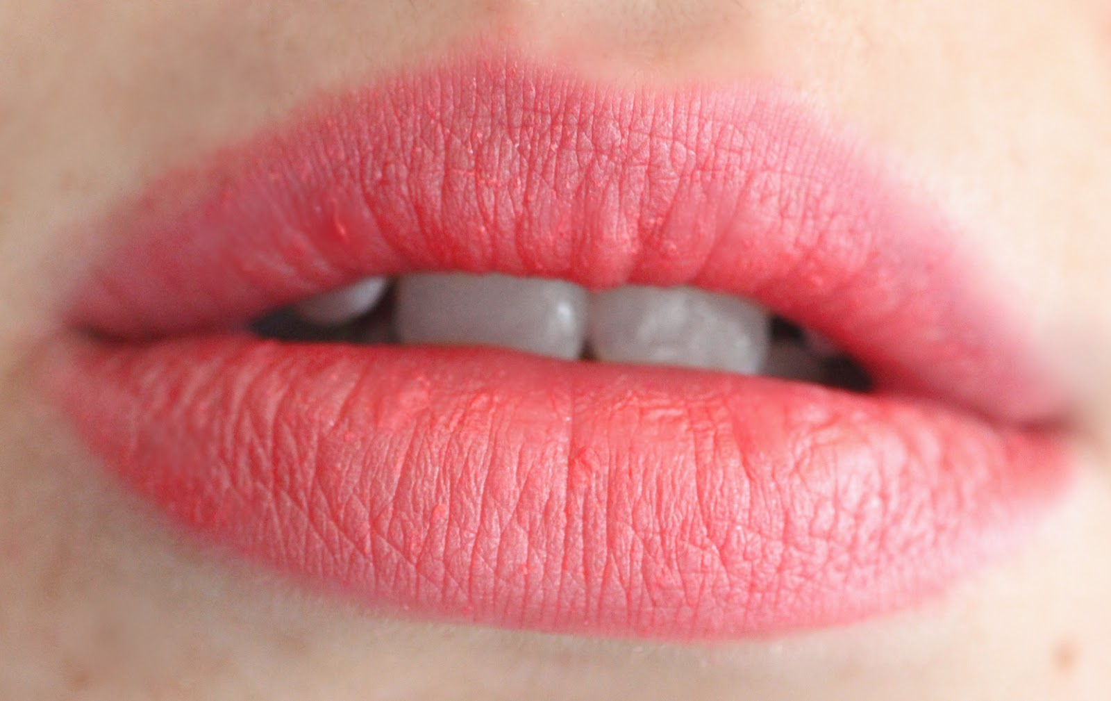 •Bourjois Rouge Edition Lipstick 12 Hours - Pamplemousse Frimousse #28, Entry VIP #35 review swatches סקירה שפתונים בורז'ואה 12 שעות בלוג איפור וטיפוח Lip swatches  גלוסברי glossberry